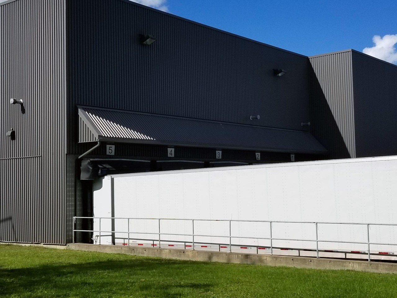 Remplacement de parement extérieur industriel ou commercial